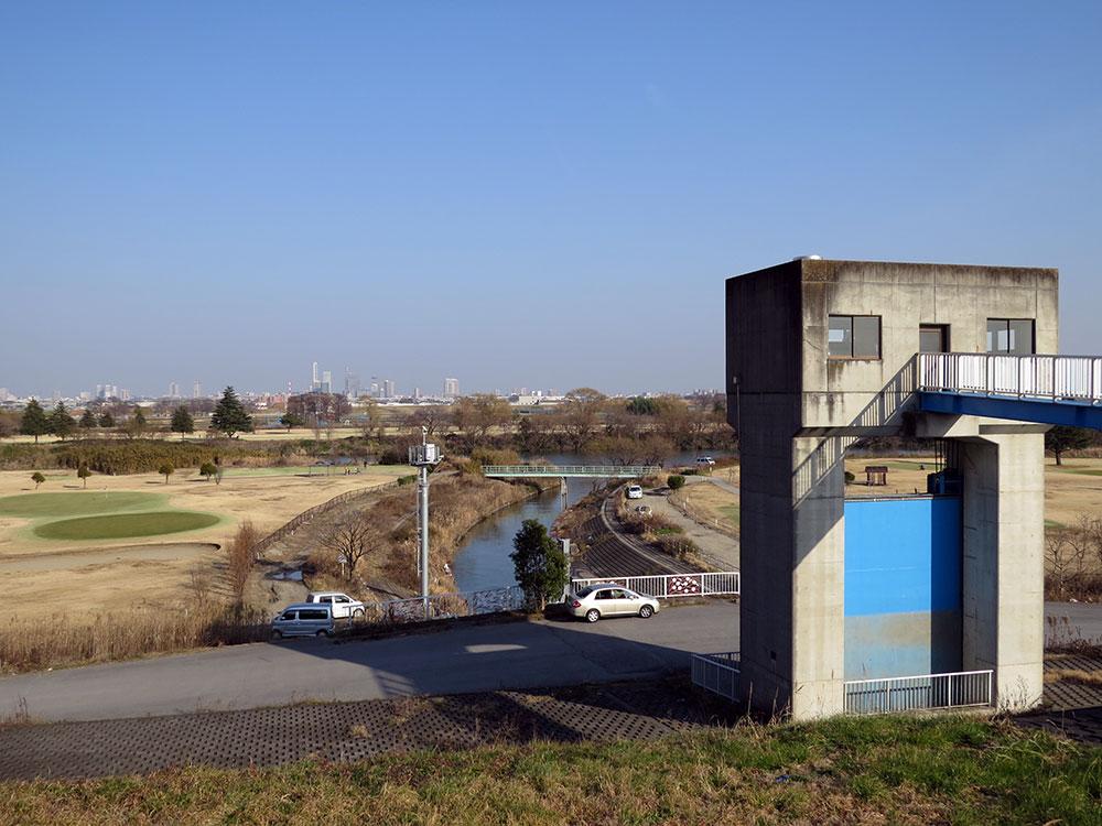 070-南畑排水場の荒川土手